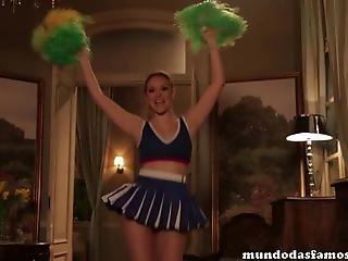 Isabelle Drummond Vestida De Cheerleader Sexy - Www.mundodasfamosas.com