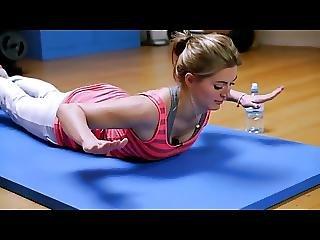 Nina Bott Sexy Fitnesstraining