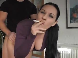 Barna, Kutyapóz, Dohányzás