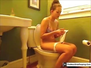 Girl Farting/toilet