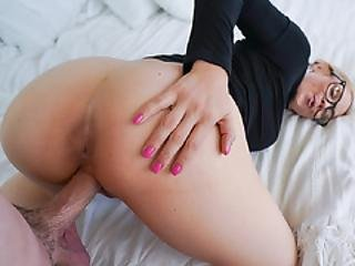 Ike Diezel Slides Cock Inside Sarah For A Sultry Dick Down