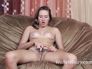 Brunette, Masturbation, Russe, Sexe Sur Canapé, Faire Un Strip Tease, Ados
