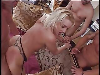 Piękność, Blondynka, Obciąganie, Kutas, Seks Grupowy, Seks Grupowy, Bielizna, Milf, Zdzira, Pluć