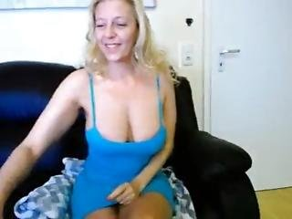 Smoking Mature Tunderose Playing On Live Webcam