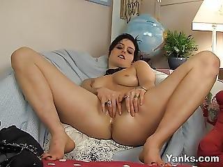Horny Sophia Fingering Her Twat