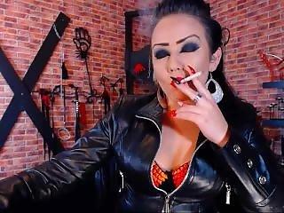 Webcambabe Bea Smoking