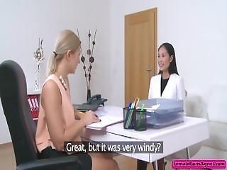 Asiatique, Blonde, Butin, Entretien, Lesbienne, Lèche, Masturbation, Faire Un Strip Tease