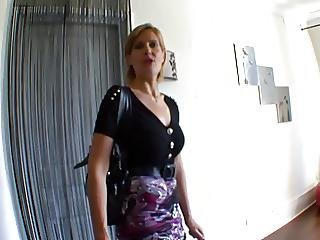 Mature Blonde Se Fait Sauter Par 2 Petits Jeunes