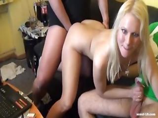 amatør, blond, blowjob, sædshot, doggystyle, fuld, ffm, tysk, ridning, barberet, trekant