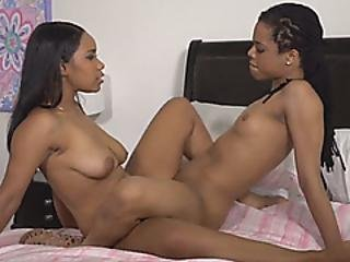 Amazing Lesbians Pleasing Each Other