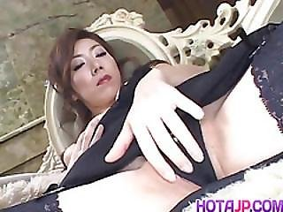Japanese Av Model Has Vibrator On Clitoris