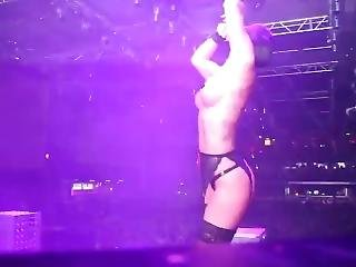 Hot Bitch Dancers Show Their Bodies In A Nightclub!