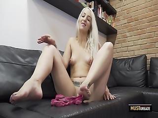 Liz Rainbow Musturbates Her Pussy And Ass