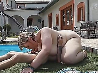 podwórko, bbw, blondynka, lizanie, basen, cipka, wylizać
