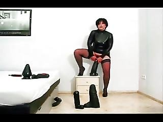Rubber Wanking Is Devine