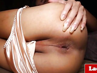 Masturbating Lady-boy Widens Her Gaped Butt