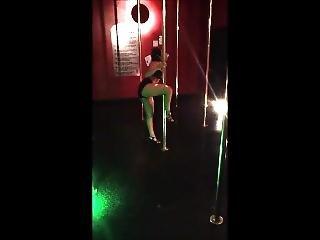 amatorski, dupa, duży tyłek, tańczenie, latynoska, słup, drażnienie