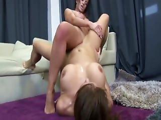 Donna V Mariana Tribbing