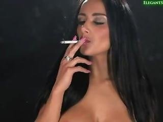 Jamie Leigh Smoking