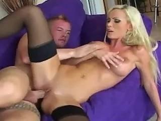 seks-s-blondinkoy-na-visokih-kablukah