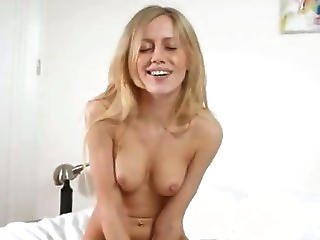 Blondie Plays With Sexy Toy On The Bed