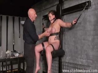 bdsm, bondage, brunette, brystet, rund, fangehull, føtter, fot, brystvorter, straffe, slave, underdanig, bundet