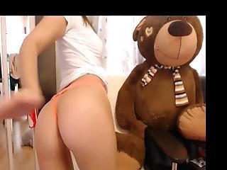 Live Chat Petite Euro Babe Undressing No 1