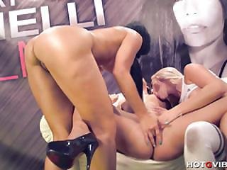 Squirting Lesbians In Wet Hot 4some