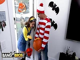 Bangbros - Teen Evelin Stone Gets Bruno Dickemz S Dick In A Pumpkin