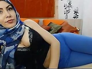 Teaser: Girl With Hijab #cameltoe