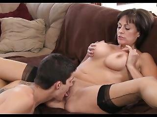 What A Smoken Hot Milf Who Is She???