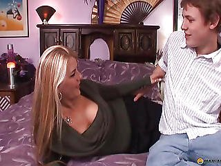 Man Drives His Tongue Over Her Hairy Pussy