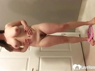 Solo Hottie Drills Her Cunt With A Toy