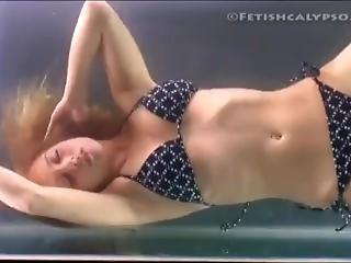 Lezbijski bikini seks videi