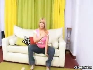 bbw, belle, blonde, jouflue, trapue, grosse, chaude, obèse, dodue, faire un strip tease