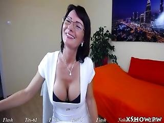 Gorgeous Cute Babe Masturbation On Web Cam