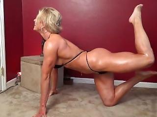 Fbb Muscle Milf Oiled Posing