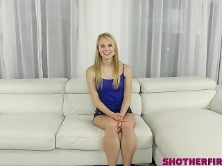Amateur, Blondine, Blasen, Ladung, Schwanz, Erste Mal, Harter Porno, Pornostar, Kleine Titten, Jugendliche