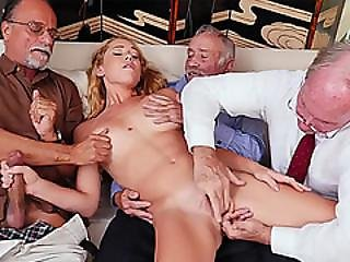 Sweet Sexy Chick Loves A Big Cock To Fuck For Pleasure