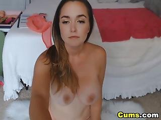 Gorgeous Hottie Babe Loves To Play Her Pussy