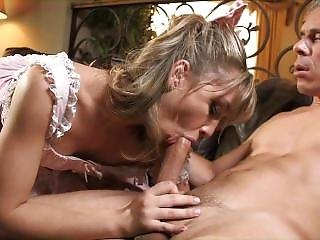 Soo Hot Teen , Amateur , Was Fucked By Young Men And They Are Happy Now Vey