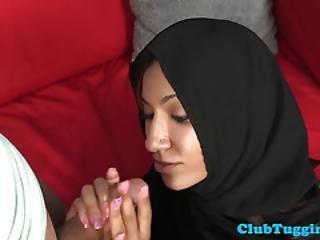 amatorski, arabka, brunetka, cfnm, zbliżenie, fetysz, stymulacja wacka dłonią, przekłute, łatwa panienka, szczupła, seks na kanapie