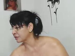 -latinaxxmilf-flashing-pussy-on-live-webcam.