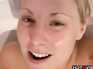 Thick Blondie Solo Play In The Hottub