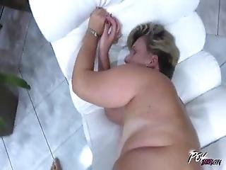 Horny Mom Knows Best To Take A Fist