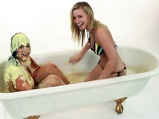 Keira Messy Bath