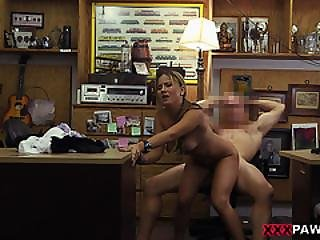 Sexy Waitress Getting Pussy Fuck So Good For Rent Money