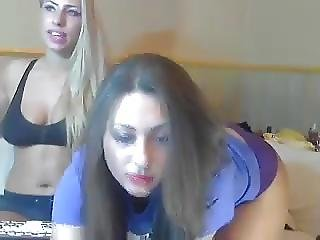 2 Lesbian Cam Girls Put On An Amazing Show