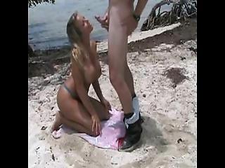 Amatuer Couple Fucks Doggy Style On The Beach