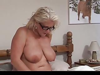 Grosse Titten, Titte, Britisch, Vollbusig, Kleid, Onanieren, Reife